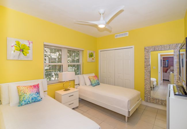 Residence in Seven Mile Beach - Regal Beach Club #624