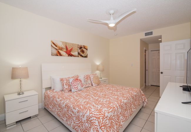 Condominium in Seven Mile Beach - Regal Beach Club #512